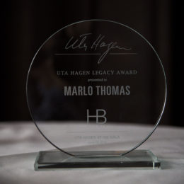Marlo Thomas receives Uta Hagen Legacy Award from HB Studio