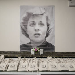 Take away bags featured an Al Hirschfeld caricature of Uta Hagen